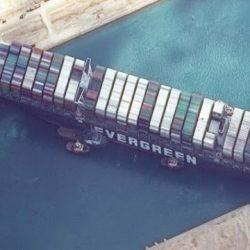 kapal nyangkut di terusan suez