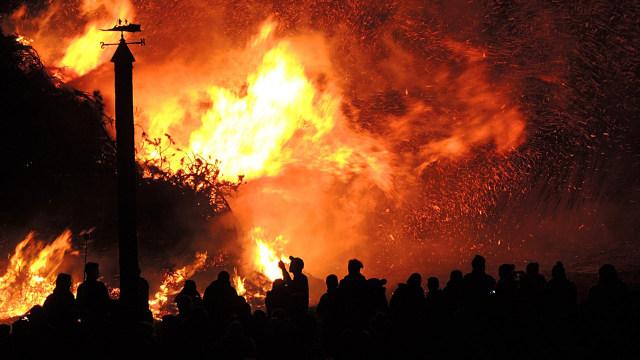 telah terjadi kebakaran hebat yang terjadi di Mes tenaga kerja asing (TKA) yang ada di Gunungputri, Kabupaten Bogor